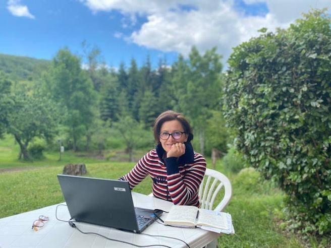 Smart working, con il pc al mare e nel bosco: paesaggi da ufficio antistress