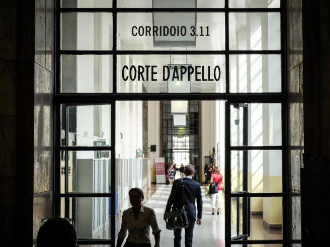 Milano, ridotta la pena allo stupratore: per i giudici la vittima era «troppo disinvolta» thumbnail